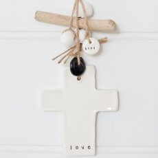 caroline_c_cross_decor_love